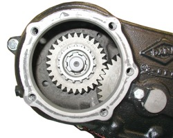 dana_18_input_gear_thru_pto_port